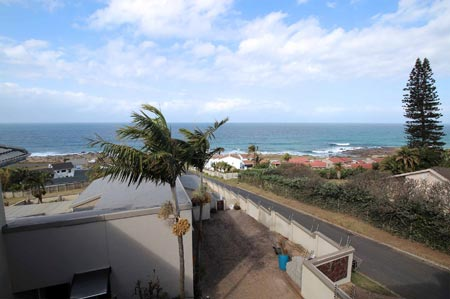Myra House - Manaba Beach - Sleeps 8 guests