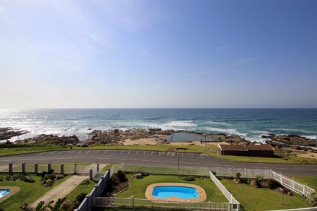 C-Front 11 - Manaba Beach - Sleeps 7 guests